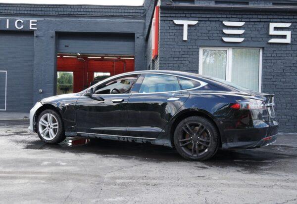 В продаже Tesla Model S 2016 года
